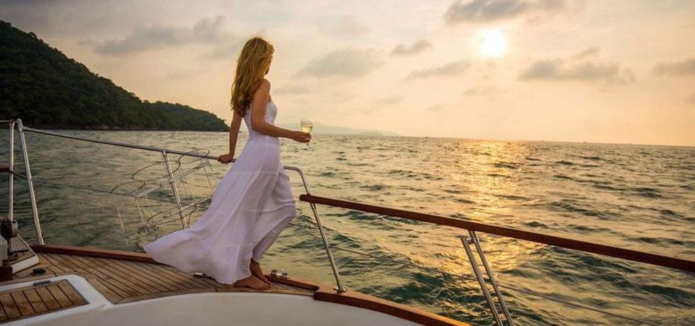 women on yacht-1